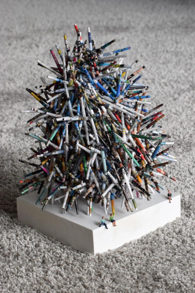 Skulptur aus Papierrollen