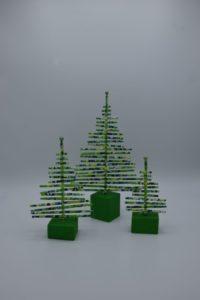 Grüne Tannenbäume aus Papierrollen